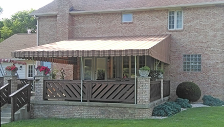 residential-awning_neilly-canvas-goods_250